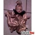 *Arany ruhás bohóc lány