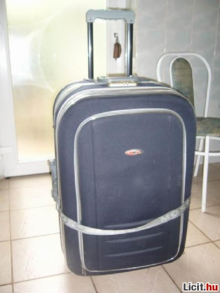 Licit.hu Nagy utazó bőrönd (gurulós) táska foggantyúval 78cm magas ... 4b5e93212e