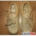 Eladó krémszínű lányka zárt cipő,méret:30 ÚJ