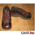Eladó Bordó/fekete lakkcipő ,méret: 29