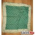 Zöld mintás női kendő
