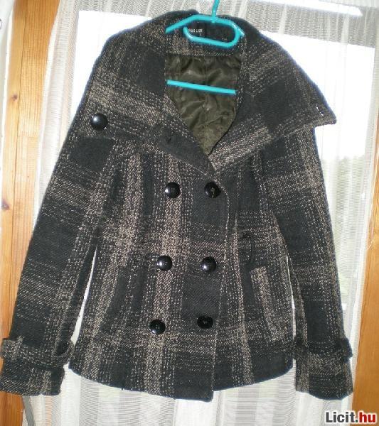 6761e35c1a Licit.hu Kockás, egyedi, M-es, elegáns kabát pulóver áron! AKCIÓ ...