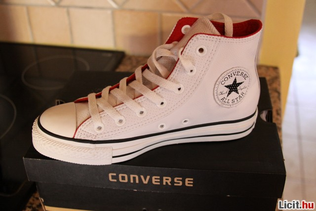Licit.hu Új 37-es Converse Chuck Taylor fehér bőr cipő Az ingyenes ... 45d59fd347