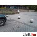 Eladó közterület körforgalom járda parkolás védelem