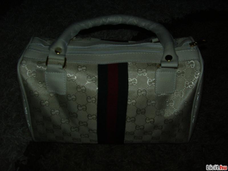 Licit.hu Gucci mintás női táska Az ingyenes aukciós piactér - licit ... 6586e0e97d