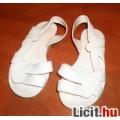Fehér szívecske mintás gumiszandál, 24-25-ös BTH: 14,5 cm.