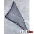 **Fekete apró köves háromszögű rojtos kendő 170 x 67 cm