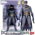 Eladó 16-18cmes Batman figura - DC Essentials Rebirth Batman alap megjelenéssel kezébe adható Bataranggal,